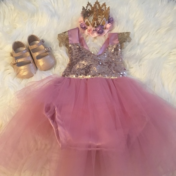 eeaa408d1d72 First Birthday Outfit Romper and Crown. M_5caf81e92eb33f776a9bf84a